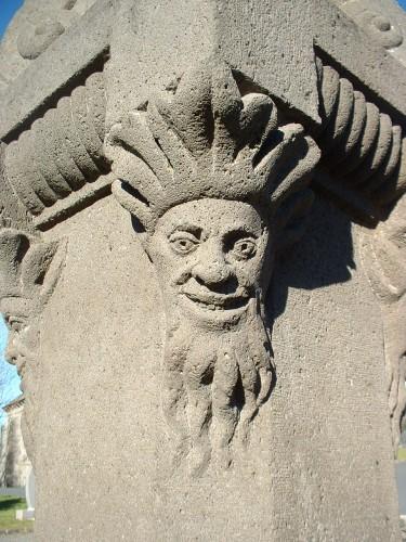 Tête sculptée fontaine de Moussages,  Crédits : CG BBT