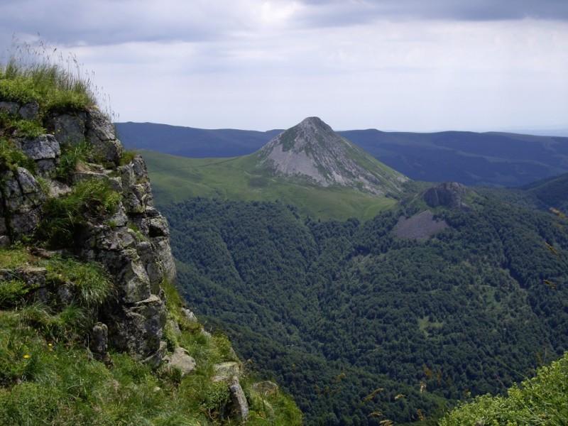 Le Puy Griou 1690 m,  Crédits : BBT