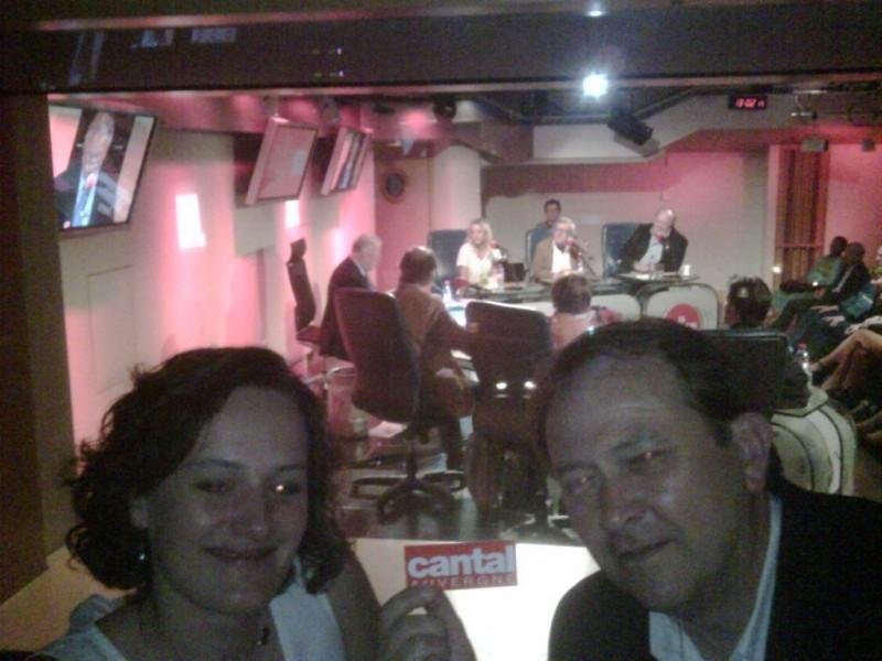 Celine et Pascal (responsable du CE de RTL et dor�navant cantalien de coeur) pendant l�enregistrement des grosses t�tes.