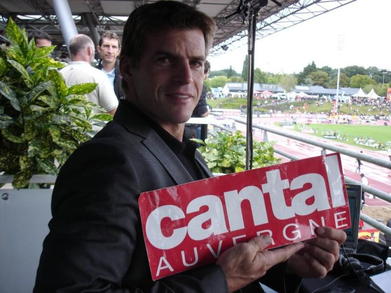 Jean Galfione porte les couleurs du cantal pendant le meeting de Zurich.