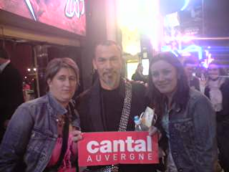 Florent Pagny avec Maryline et Rachel au Moulin Rouge � Paris.