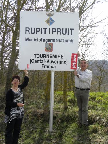 Des Cantalous de passage � Rupitipruit en Catalogne (village jumel� avec Tournemire).