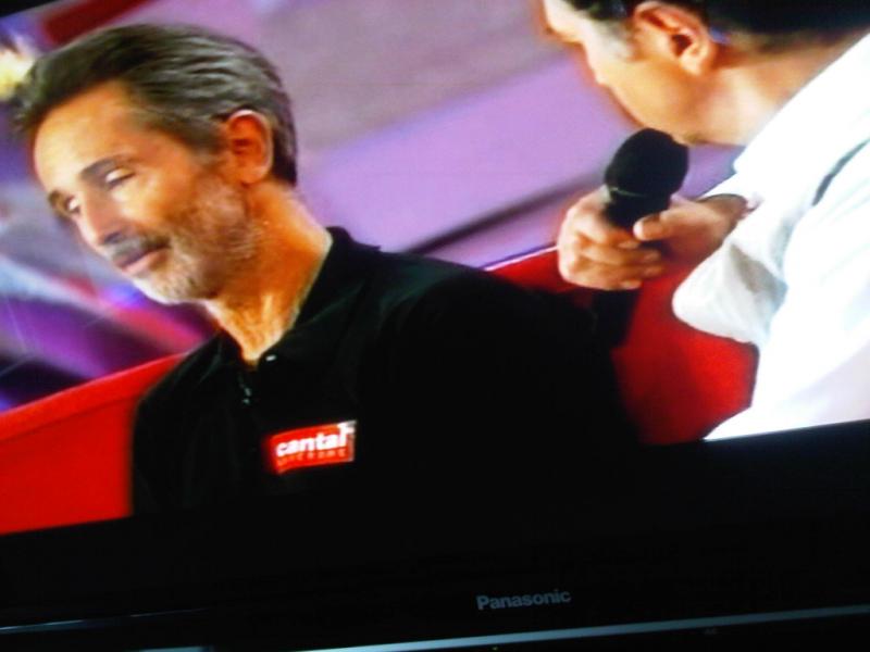 Thierry Lhermitte s�est coll� la marque rouge sur le coeur devant francois Morel, Michel Drucker et les 4 millions de t�l�spectateurs de Vivement dimanche sur France 2.