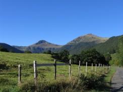 Point de vue depuis l'itinéraire sur le Puy de la Tourte et le Puy Mary