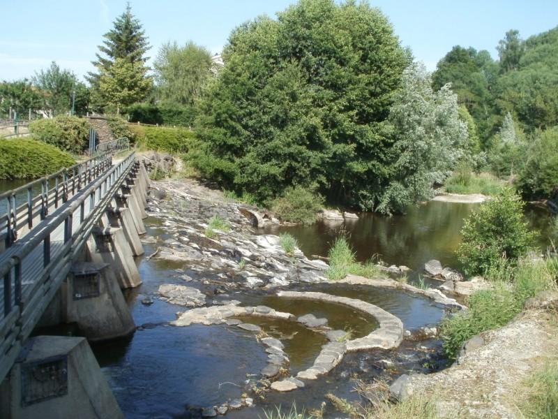 La traversée de l'Ander, Saint-Flour ville basse,  Crédits : CD15-BBT