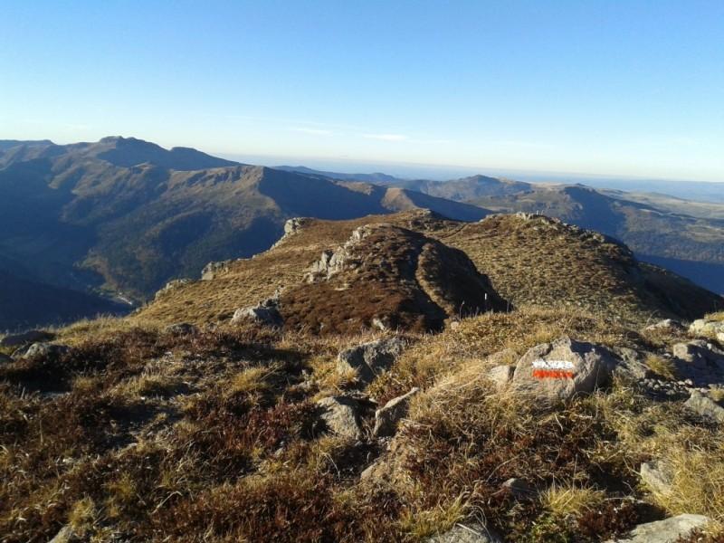 GR400 au Puy du Rocher (1 813 mètres),  Crédits : CD15-BBT