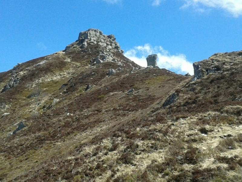 GR®400, en approche de la Roche Taillade (1654 mètres), commune du Fau,  Crédits : CD15-BBT