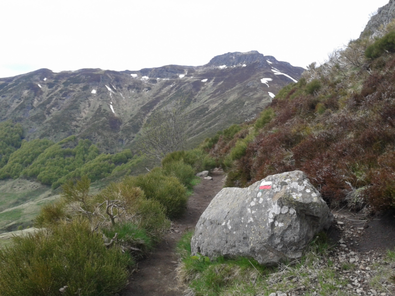 GR®400, crête du col de Rombière vers le col de Cabre (1545 mètres),  Crédits : CD15-BBT
