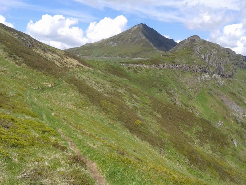 Roche Noire (1573 mètres) et Puy Mary (1783 mètres),  Crédits : CD15-BBT